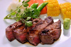 秋田錦牛のステーキ