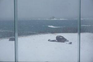 海と雪そして離れ小島