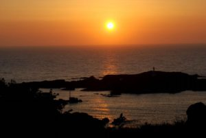 黄金に輝く夕陽