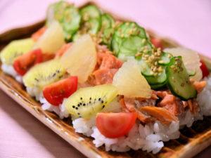 塩鮭のフルーツちらし寿司